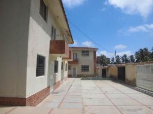 Apartamento En Ventaen Tucacas, Tucacas, Venezuela, VE RAH: 17-8472