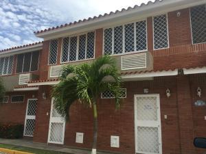 Townhouse En Venta En Higuerote, La Costanera, Venezuela, VE RAH: 17-8479