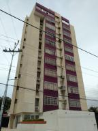 Apartamento En Venta En Maracaibo, Avenida Bella Vista, Venezuela, VE RAH: 17-8541