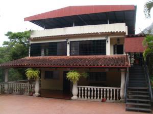 Casa En Venta En Municipio Guaicaipuro, La Colmena, Venezuela, VE RAH: 17-8545