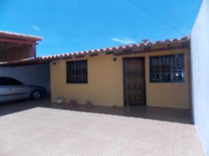Casa En Venta En Punto Fijo, Puerta Maraven, Venezuela, VE RAH: 17-8551