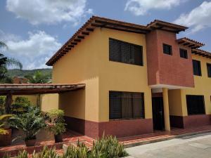 Townhouse En Venta En Municipio Naguanagua, Manantial, Venezuela, VE RAH: 17-8594