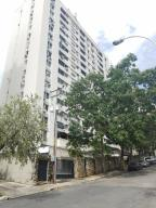 Apartamento En Venta En Valencia, El Bosque, Venezuela, VE RAH: 17-8602