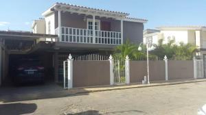 Casa En Venta En Coro, Parcelamiento Santa Ana, Venezuela, VE RAH: 17-8707