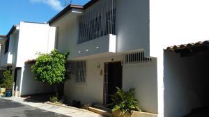 Townhouse En Ventaen Caracas, Los Naranjos Del Cafetal, Venezuela, VE RAH: 17-8716