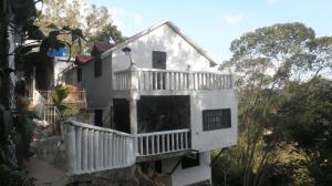 Casa En Venta En Los Teques, Los Teques, Venezuela, VE RAH: 17-8800