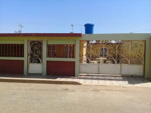 Casa En Venta En Santa Rita, Via Principal, Venezuela, VE RAH: 17-8841