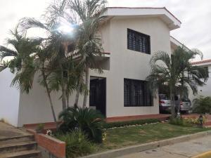Casa En Venta En Maracaibo, Cantaclaro, Venezuela, VE RAH: 17-8901