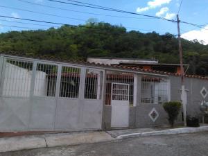 Casa En Venta En Guatire, Valle Arriba, Venezuela, VE RAH: 17-8909