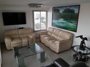 Apartamento En Venta En Maracaibo, Valle Frio, Venezuela, VE RAH: 17-8926