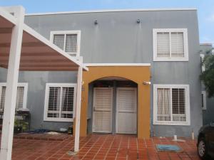 Townhouse En Venta En Maracaibo, Via La Concepcion, Venezuela, VE RAH: 17-8929