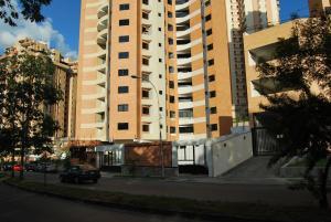Apartamento En Venta En Valencia, Las Chimeneas, Venezuela, VE RAH: 17-8966