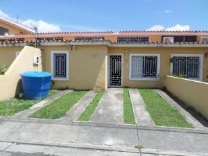 Casa En Venta En Cabudare, La Mora, Venezuela, VE RAH: 17-8986