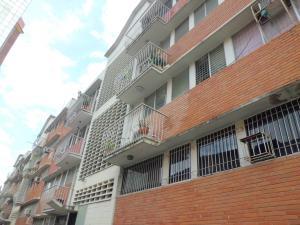 Apartamento En Venta En Valencia, Las Acacias, Venezuela, VE RAH: 17-9006