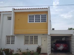 Townhouse En Venta En Ciudad Ojeda, Calle Piar, Venezuela, VE RAH: 17-9048