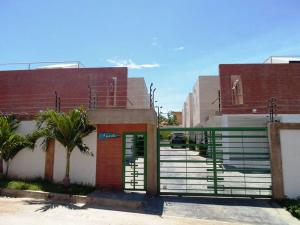 Townhouse En Venta En Margarita, La Asuncion, Venezuela, VE RAH: 17-9067