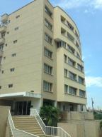 Apartamento En Alquiler En Maracaibo, Avenida El Milagro, Venezuela, VE RAH: 17-9079