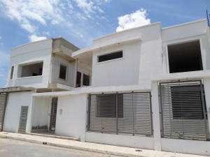Casa En Venta En Maracay, Villas Ingenio I, Venezuela, VE RAH: 17-9090