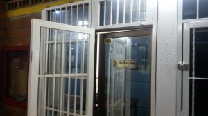 Local Comercial En Venta En Maracay, Zona Centro, Venezuela, VE RAH: 17-9100