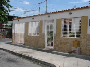 Casa En Venta En Maracay, San Jose, Venezuela, VE RAH: 17-10213