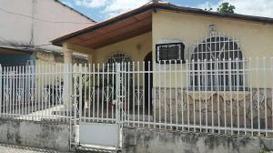 Casa En Venta En Maracay, Los Samanes, Venezuela, VE RAH: 17-9145
