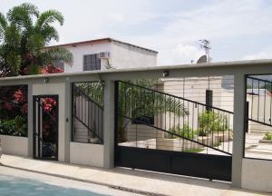 Casa En Ventaen Guacara, Carret Guacara - San Joaquin, Venezuela, VE RAH: 17-9182