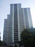Apartamento En Venta En Maracay, Zona Centro, Venezuela, VE RAH: 17-9215