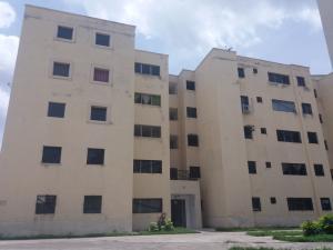 Apartamento En Venta En Municipio Los Guayos, Paraparal, Venezuela, VE RAH: 17-9373