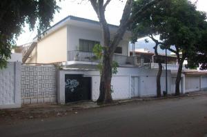 Casa En Venta En Caracas, Santa Monica, Venezuela, VE RAH: 17-9497