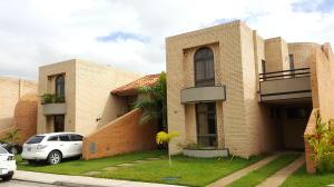 Townhouse En Venta En Valencia, Las Clavellinas, Venezuela, VE RAH: 17-9432