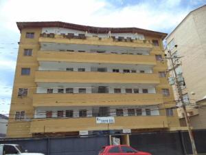Apartamento En Venta En Tucacas, Tucacas, Venezuela, VE RAH: 17-9620