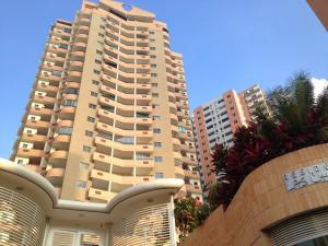 Apartamento En Venta En Valencia, Las Chimeneas, Venezuela, VE RAH: 17-9535