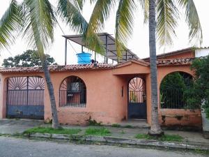 Casa En Venta En Municipio Los Guayos, Araguaney, Venezuela, VE RAH: 17-9576