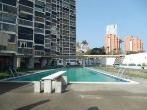 Apartamento En Venta En Catia La Mar, Playa Grande, Venezuela, VE RAH: 17-9584
