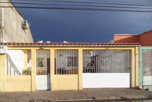 Casa En Venta En Coro, Av Los Medanos, Venezuela, VE RAH: 17-9598