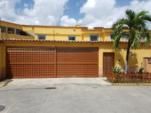 Casa En Venta En Guatire, Contry Villas, Venezuela, VE RAH: 17-9322
