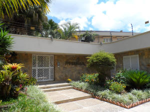Casa En Venta En Caracas, Alto Hatillo, Venezuela, VE RAH: 17-9635