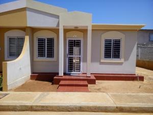 Townhouse En Venta En Santa Rita, Via Principal, Venezuela, VE RAH: 17-9651