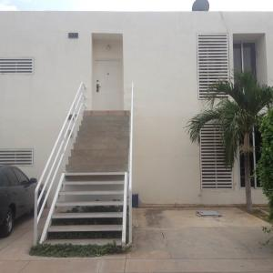 Townhouse En Venta En Maracaibo, Monte Claro, Venezuela, VE RAH: 17-9656