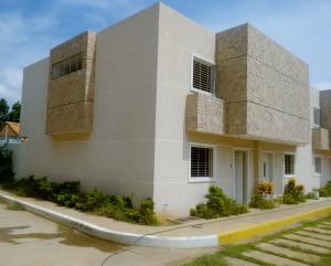 Townhouse En Venta En Maracaibo, Sabaneta, Venezuela, VE RAH: 17-9723