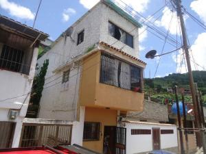 Casa En Venta En Caracas, Caricuao, Venezuela, VE RAH: 17-9664