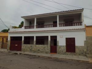 Casa En Venta En Valencia, Santa Rosa, Venezuela, VE RAH: 17-9682