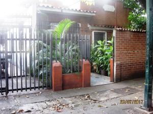Casa En Venta En Caracas, Los Chaguaramos, Venezuela, VE RAH: 17-9696