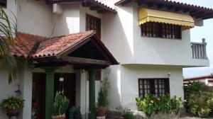 Casa En Venta En Maracay, El Castaño (Zona Privada), Venezuela, VE RAH: 17-9706