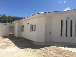 Casa En Venta En Punto Fijo, Puerta Maraven, Venezuela, VE RAH: 17-9739