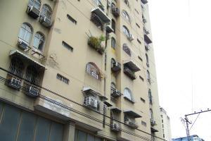 Apartamento En Venta En Maracay, Zona Centro, Venezuela, VE RAH: 17-9781