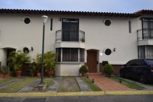 Casa En Venta En Cabudare, Parroquia Agua Viva, Venezuela, VE RAH: 17-9801