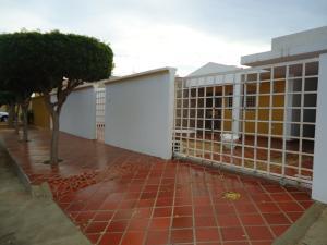 Townhouse En Venta En Maracaibo, Avenida Milagro Norte, Venezuela, VE RAH: 17-9871