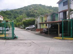 Townhouse En Venta En Charallave, Valles De Chara, Venezuela, VE RAH: 17-9928