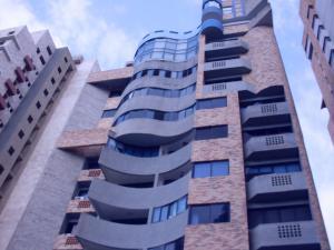 Apartamento En Venta En Valencia, El Bosque, Venezuela, VE RAH: 17-9941